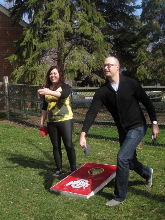 two people playing cornhole – customcorntoss.com